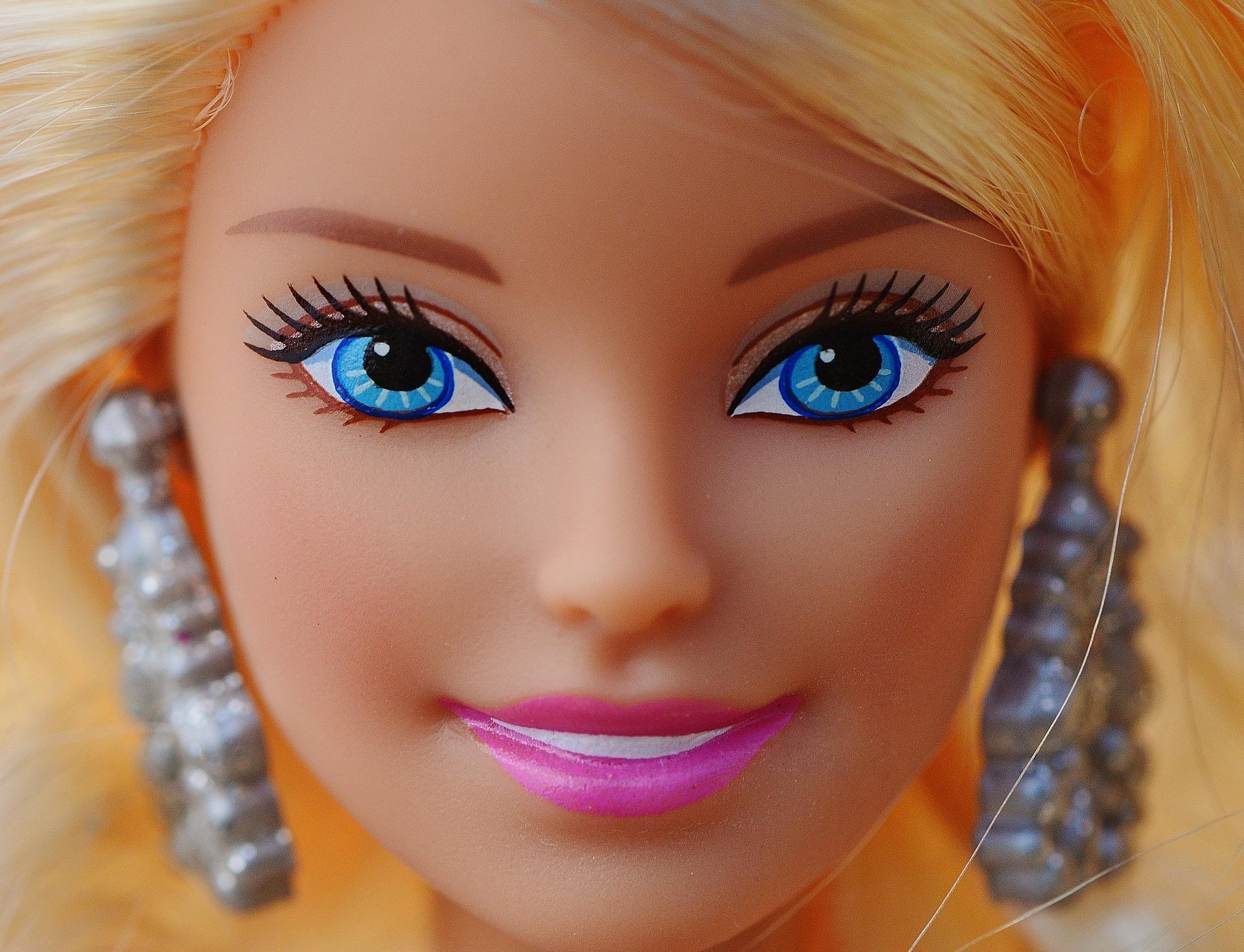 Mit einem Barbie-Kostüm auf die Faschingsparty auf gutshausblog.de