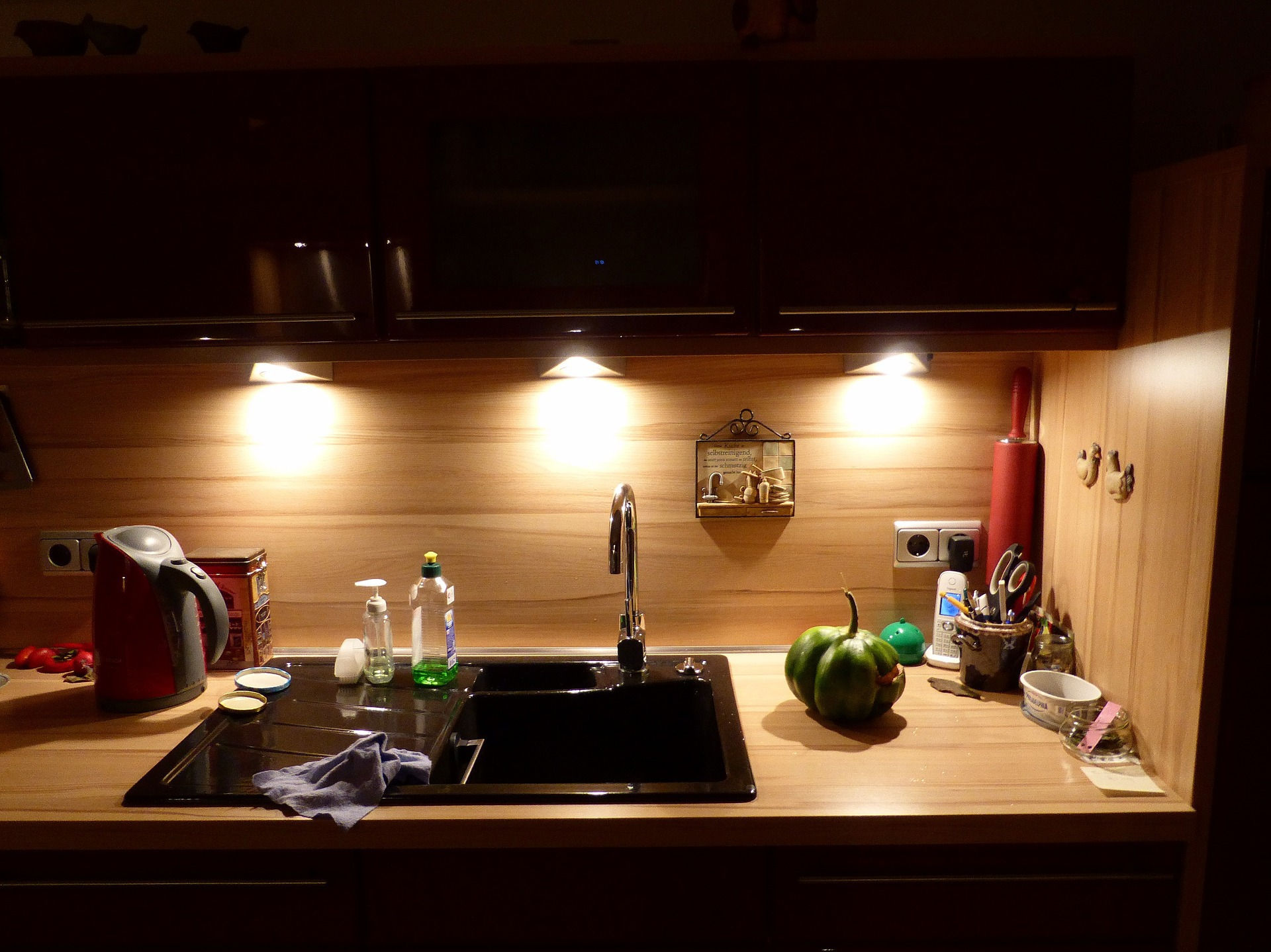 Runde Spülbecken gibt es in immer mehr Küchen auf gutshausblog.de